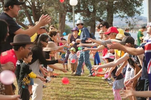 juegos picnic atajando bombitas de agua