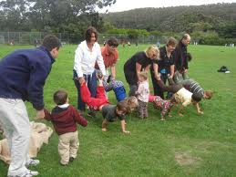 juegos picnic llevar a pasear en carretilla